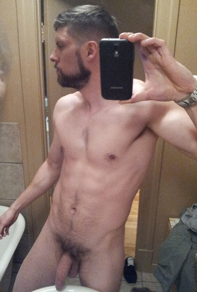 Yummy White Man Takes Naked XXX Selfies - The Cock Collector